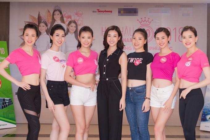 Đỗ Mỹ Linh thị phạm catwalk cho thí sinh Hoa hậu VN - 7