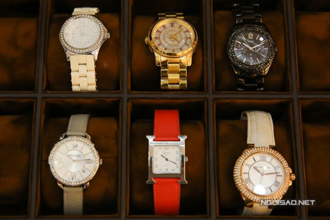 Bộ sưu tập đồng hồ đắt tiền của nữ diễn viên, trong đó có các thương hiệu Hermes, Swarovski...