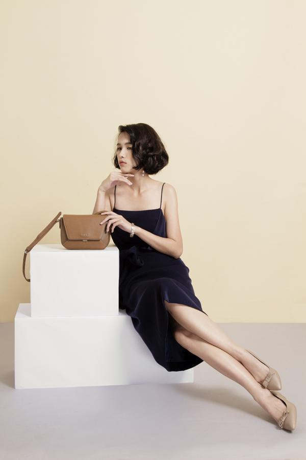 Các mẫu túi thiết kế hiện đại, kèm những đôigiày thời trang sẽ là điểm nhấn của sự kiện lần này. Bạn gái dễ dàng tìm được những set phụ kiện ton sur ton.