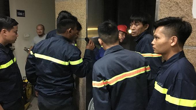 Cảnh sát tìm cách tiếp cận những người bị nạn.