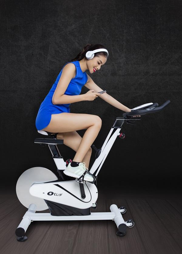 Phạm Hương thường xuyên sử dụng xe đạp tập Elip.Tìm hiểu các sản phẩm xe đạp tập Eliptại đây.