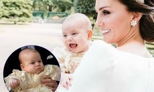 Hoàng tử Louis giống hệt George khi cười rạng rỡ trên tay mẹ
