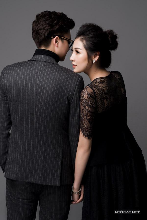 Á hậu Tú Anh được ông xã tương lai hôn má trong bộ ảnh kỷ niệm