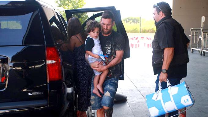Messi trốn kỹ, vi vu nghỉ mát với vợ con sau World Cup