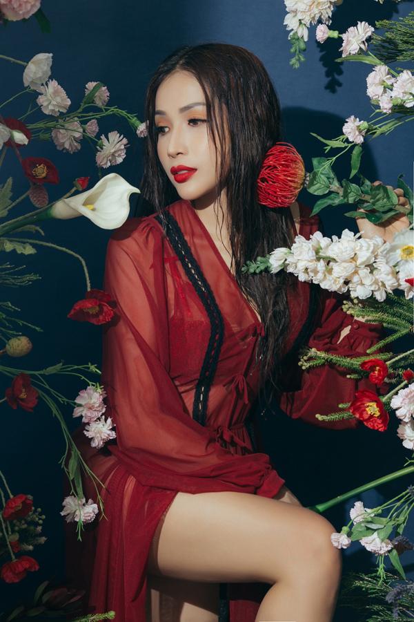 Bộ ảnh do stylist Nina Nguyen, chuyên gia trang điểm Hoang Trang Bui hỗ trợ thực hiện.