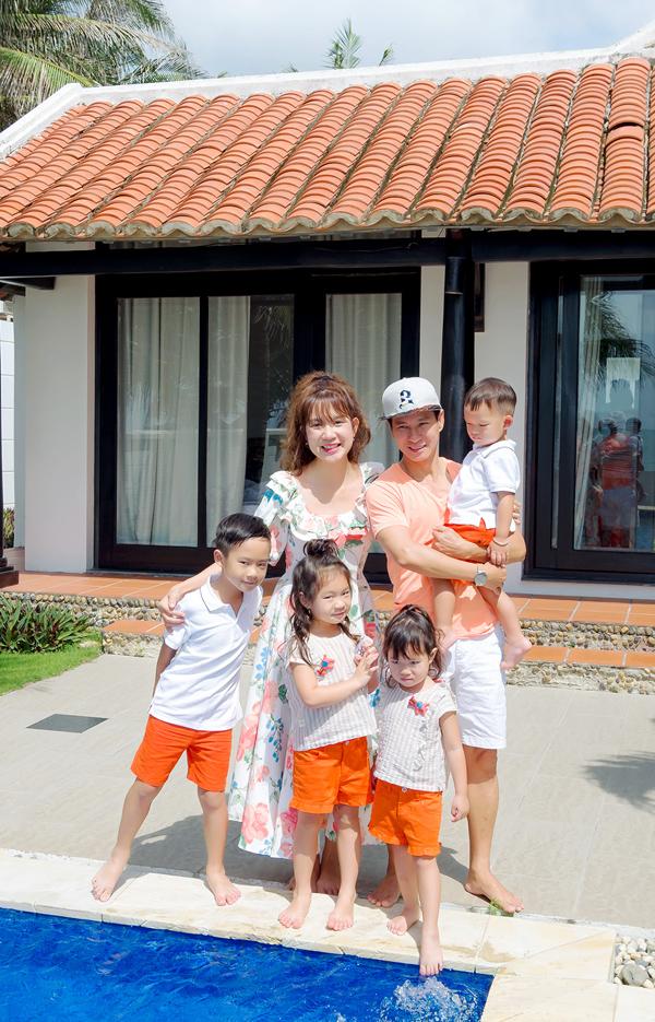 Gia đình Lý Hải với hai trai, hai gái, đủ đầy viên mãn cả về vật chất và tinh thần. Các nhóc tỳ có lượng fan đông đảo trên mạng xã hội.