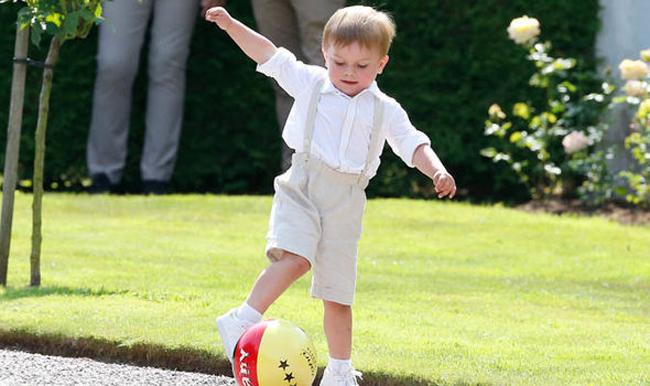 Hoàng tử nhỏ đáng yêu của Thụy Điển trong tiệc sinh nhật Công chúa Victoria
