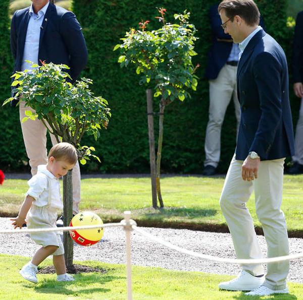 Hoàng tử nhỏ đáng yêu của Thụy Điển trong tiệc sinh nhật Công chúa Victoria - 1