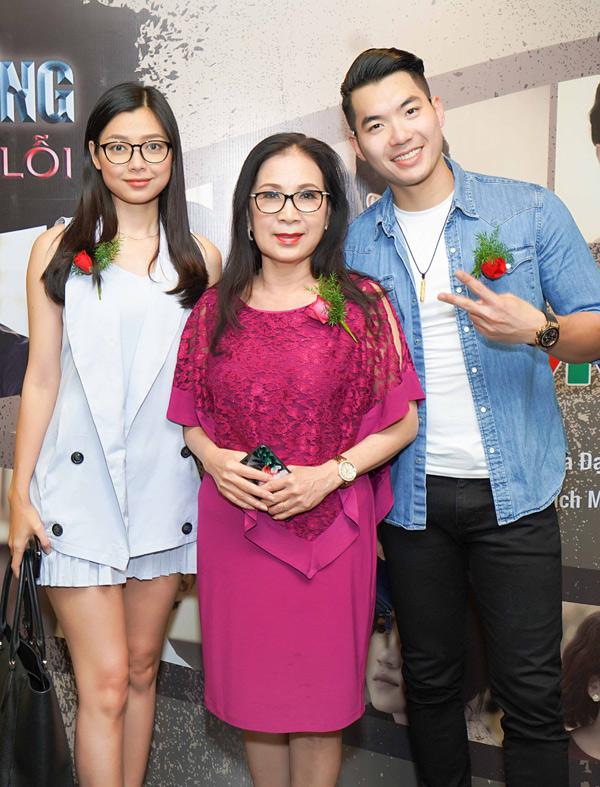 Diễn viên Xuân Văn đóng vai vợ Trương Nam Thành, nghệ sĩ Kim Xuân là người mẹ sắc sảo của anh trong phim Cung đường tội lỗi.