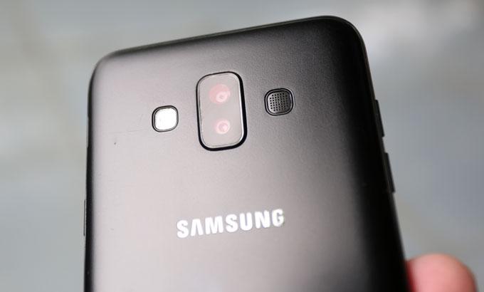 Đánh giá Galaxy J7 Duo: Camera kép xóa phông, cấu hình ổn - 1