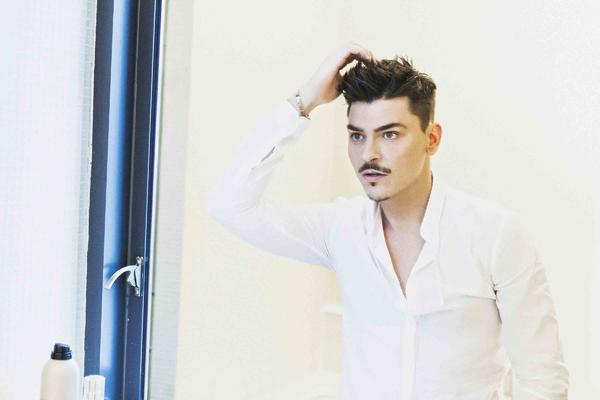 Chuyên gia trang điểm Mario Dedivanovic.