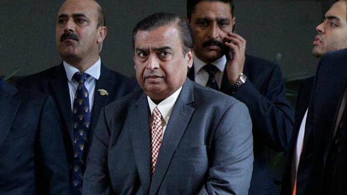 Tỷ phú Mukesh Ambani là chủ nhân khu lọc dầu lớn nhất thế giới.Ảnh:The National.