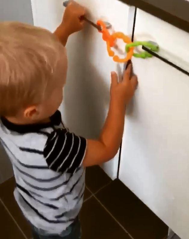 Chiếc khóa nhựa tự chế đã làm khó Madden.