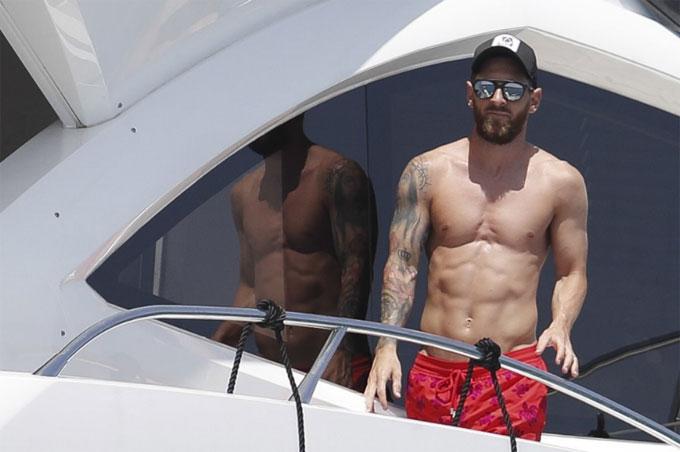 Messi đưa đại gia đình đi du thuyền nghỉ mát - 11