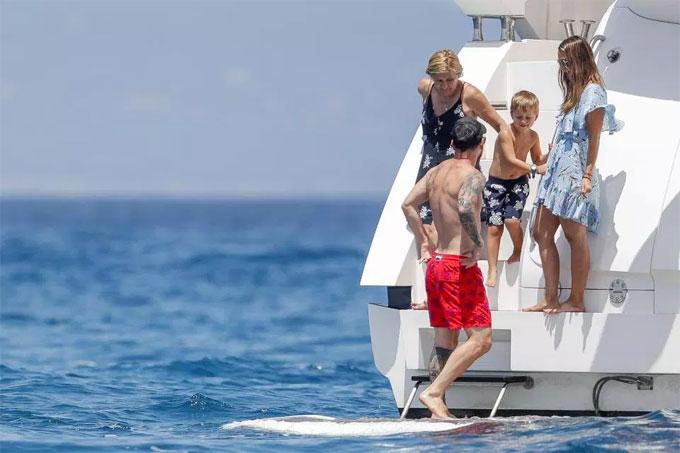 Messi đưa đại gia đình đi du thuyền nghỉ mát - 7