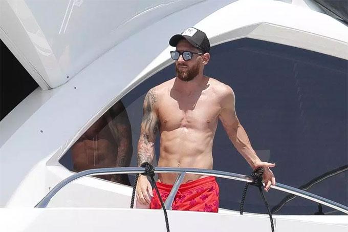 Messi vừa trải qua World Cup không thành công cùng Argentina - đội bị loại ở vòng 16 đội sau thất bại 3-4 trước Pháp.