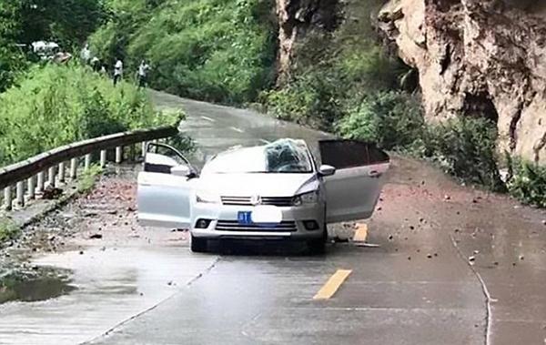 Con đường núi bị phong tỏa sau vụ tai nạn. Ảnh: Asiawire.