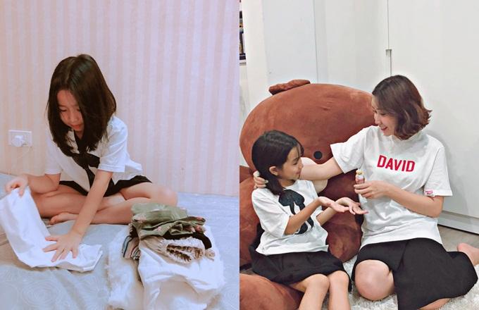 Lưu Hương Giang thưởng cho con chai sữa chua trái cây sau khi bégấp quần áo ngăn nắp.