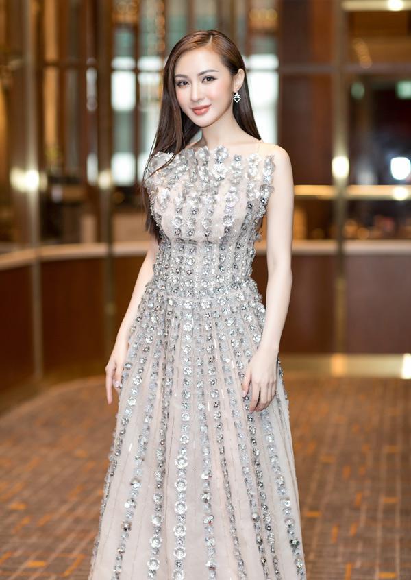 Kelly Nguyễn là một trong những hot girl đời đầu của làng giải trí, cùng thời với Sam, Milan, Midu...