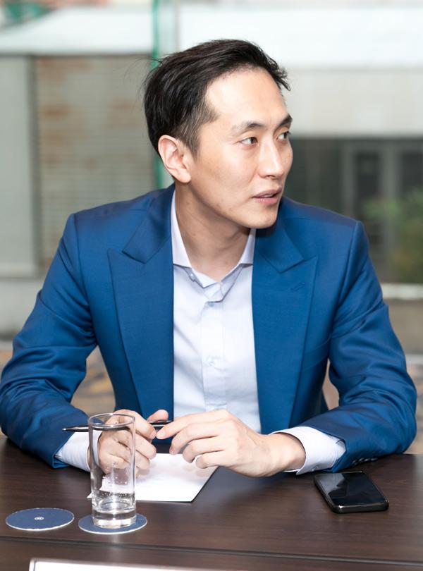 Bạn trai cô tên Son Min là doanh nhân. Anh kinh doanh ở nhiều lĩnh vực như thẩmmỹ viện,spa, bar và chuỗi nhà hàng món ăn Hàn Quốc.