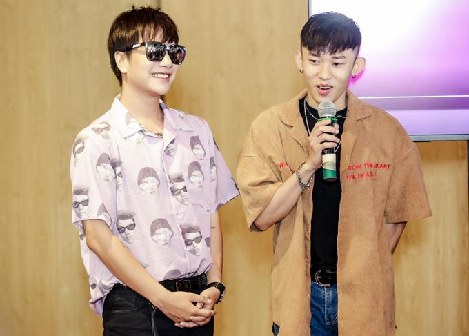 Ca sĩ Lou Hoàng (trái) sẽ cùng rapper Kay Trần dẫn dắt Làn Sóng Xanh Next Step.