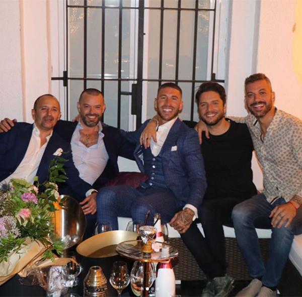 Ramos gửi lời cảm ơn những người bạn đã giúp anh chuẩn bị cho bữa tiệc cầu hôn.