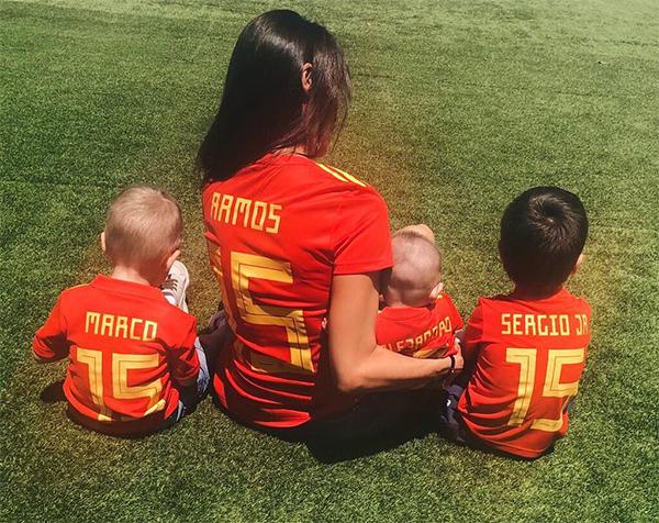 Tại World 2018, Ramos nhận được sự cổ vũ nhiệt tình từ bạn gái và ba con qua các thông điệp trên mạng xã hội.
