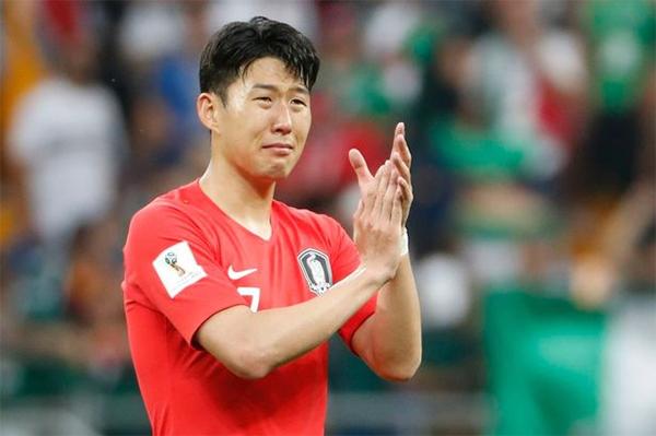 Son Heung-min ghi hai bàn cho đội tuyển Hàn Quốc ở World Cup, trong đó có pha ấn định chiến thắng 2-0 trước tuyển Đức nhưng không thể giúp đội bóng xứ kim chi vượt qua vòng bảng. Ảnh: Mirror.