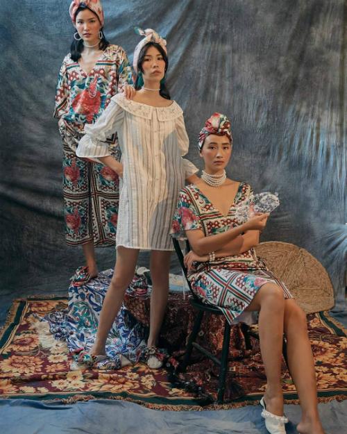 Trang Khiếu đọ dáng với Chà Mi và Kim Phương trong bộ sưu tập mới.