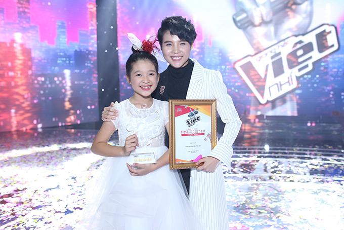 Vũ Cát Tường và học trò Ngọc Ánh tại The Voice Kids 2017.