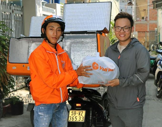 Nhân viên giao hàng tại Vuivui.com có thu nhập 10-15 triệu đồng một tháng.