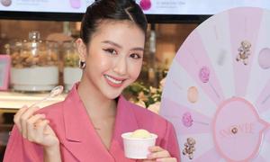 Quỳnh Anh Shyn giới thiệu hương vị kem Snowee mới tới thực khách