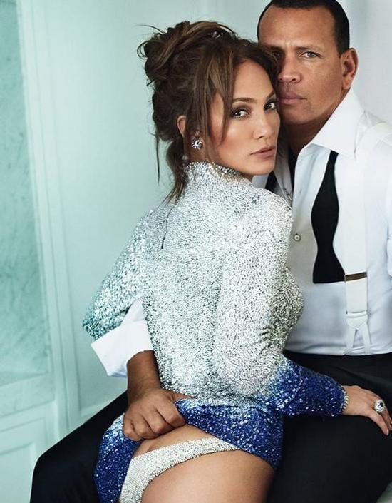 Jennifer Lopez (48 tuổi) và cầu thủ bóng chày Alex Rodriguez (42 tuổi) quấn quýt bên nhau hơn một năm nay. Từng ba lần đổ vỡ hôn nhân và trải qua nhiều cuộc tình dang dở, con tim J.Lo như được hồi sinh lần nữa khi cô gặp Alex. Nữ ca sĩ từng tâm sự về bạn trai hiện tại: Tôi đang có một mối quan hệ tuyệt vời. Tôi có cảm giác như yêu lần đầu, tôi không biết nữa, có thể chưa bao giờ như thế. Trước đây tôi từng có những mối tình đẹp, tràn đầy xúc cảm và phiêu lưu nhưng đây là lần đầu tiên tôi cảm thấy như hai người thực sự thuộc về nhau và làm cho nhau tốt lên.