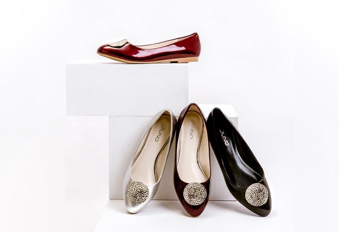 Đối với cô nàng điệu đà, Juno mang tới nhiều sản phẩm giày búp bê, đế bệt thiết kế đơn giản tinh tế mà vẫn đầy nổi bật.