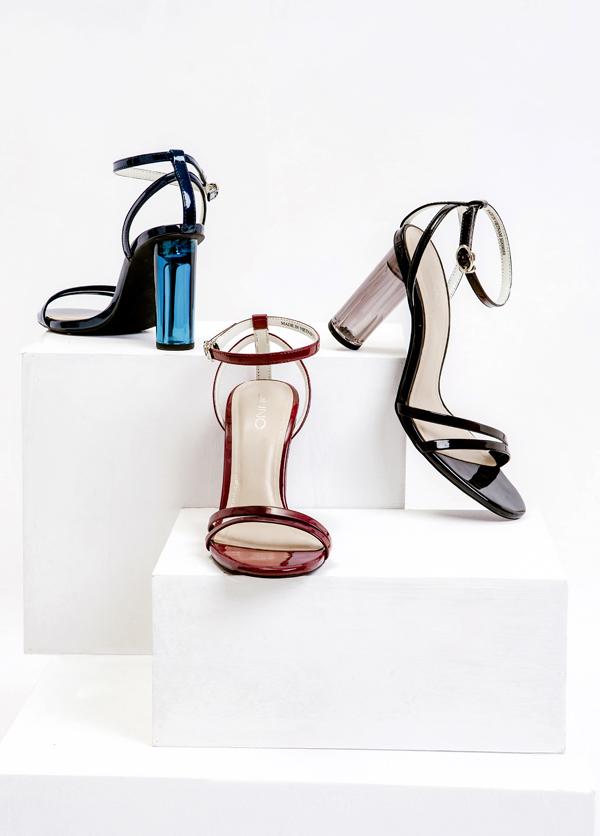 Giày cao gót với thiết kế hiện đại như gót trong suốt, phối kim loại hay quai đan cũng sẽ xuất hiện trong Thiên đường săn sale.