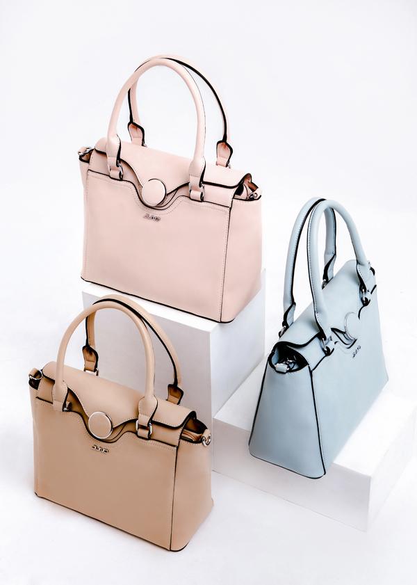 Các mẫu túi xách trung có rất nhiều màu sắc khác nhau, phù hợp với sở thích của từng nàng.