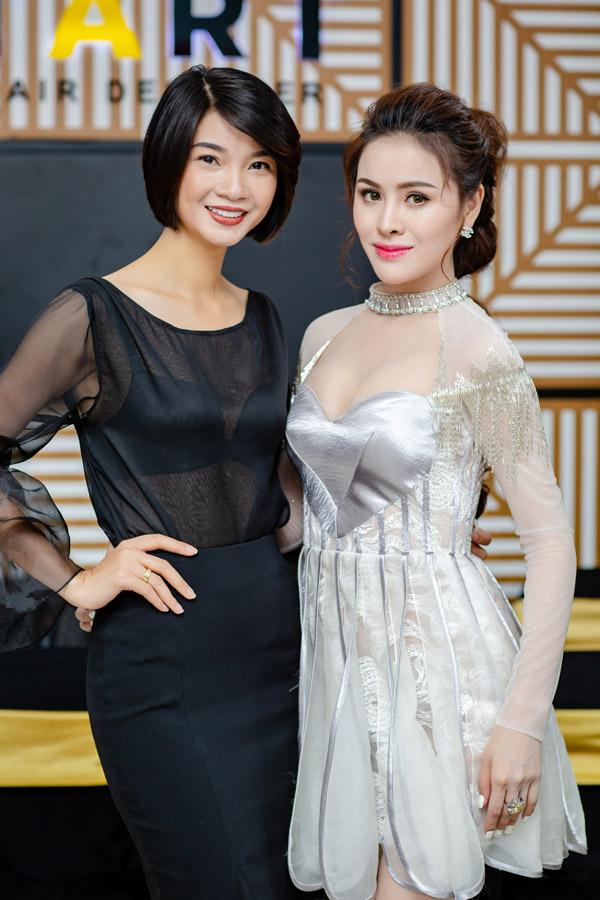 Thư Dung,Á khôi 2 Miss Eco International 2018 đến chúc mừng người chị lấn sân kinh doanh.