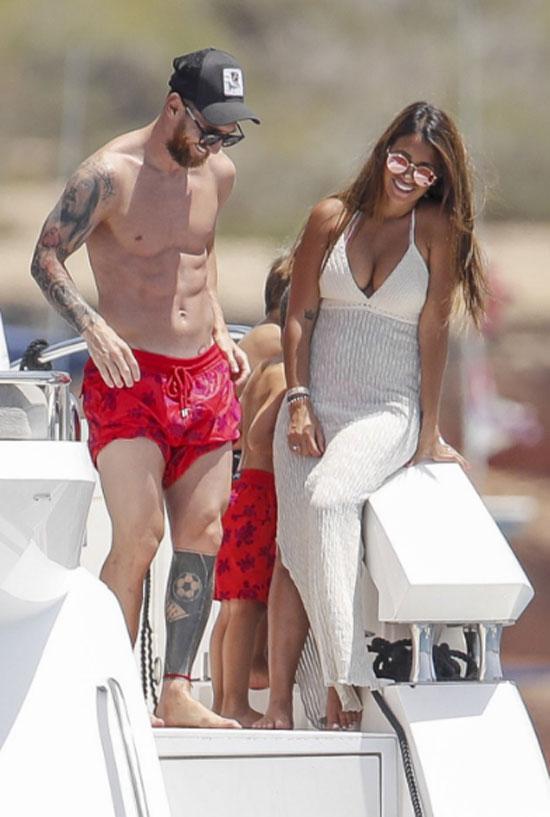 Thực tế ngay sau khi Argentina dừng bước ở World Cup, Messi đưa vợ con đi xả hơi ở quần đảo tại Caribê. Tuy vậy, hành trình của chuyến đi được giữ kín tuyệt đối, tránh những áp lực không đáng có sau khi anh chia tay giải đấu ở Nga.