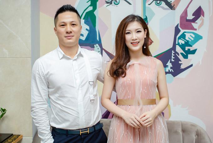 Hoa hậu Áo dài 2018 Phí Thùy Linh được ông xã tháp tùng đến event chiều qua. Người đẹp cho biết chồng cô dù khá bận rộn với công việc kinh doanh nhưng luôn ủng hộ cô tham gia hoạt động showbiz.
