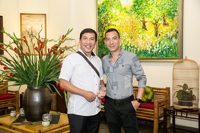 Nghệ sĩ hài Quang Thắng có mặt từ sớm tại buổi tiệc. Nam diễn viên là người anh thân thiết của nhạc sĩ Quốc Bình.