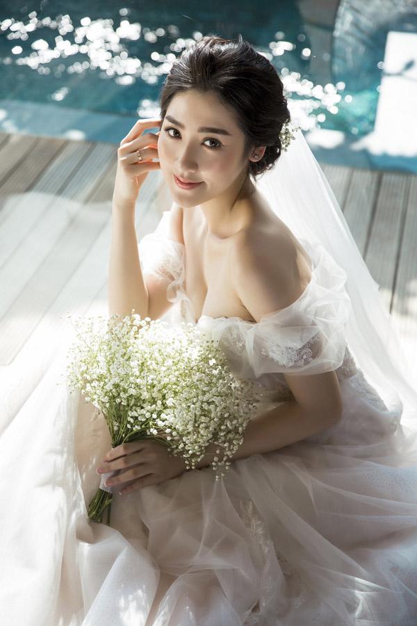 Ảnh cưới lãng mạn của Á hậu Tú Anh và hôn phu kém một tuổi - 9