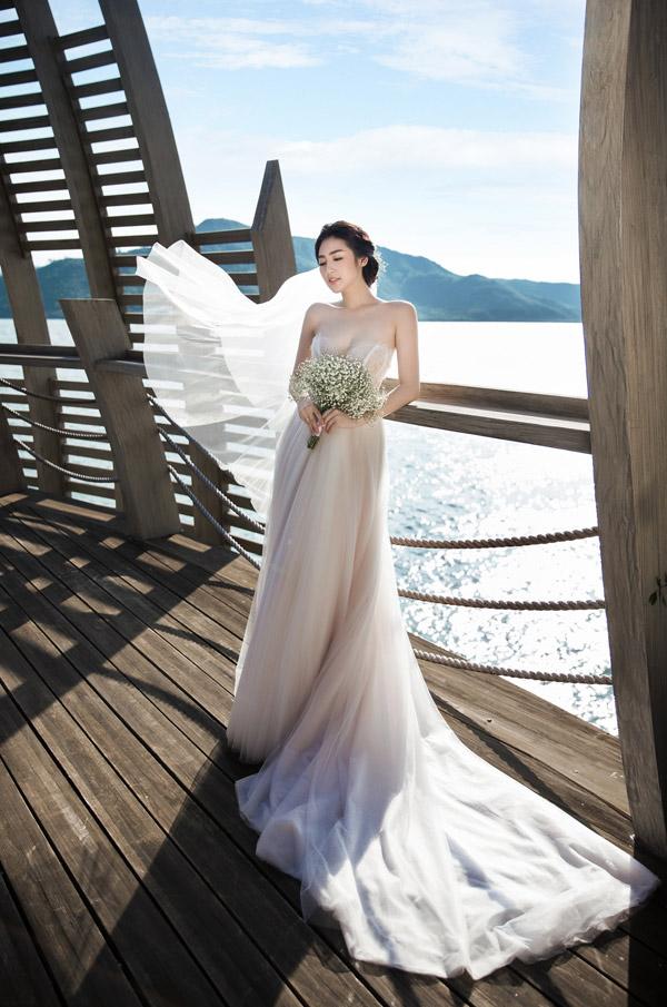 Ảnh cưới lãng mạn của Á hậu Tú Anh và hôn phu kém một tuổi - 1