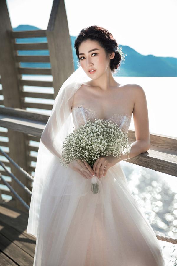 Ảnh cưới lãng mạn của Á hậu Tú Anh và hôn phu kém một tuổi - 2