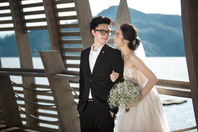Ảnh cưới lãng mạn của Á hậu Tú Anh và hôn phu kém một tuổi - 3