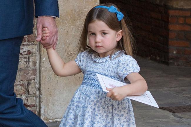 Công chúa Charlotte được người hâm mộ nhận xét có thần thái của Diana