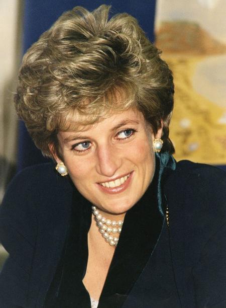 Công chúa Charlotte được người hâm mộ nhận xét có thần thái của Diana - 2