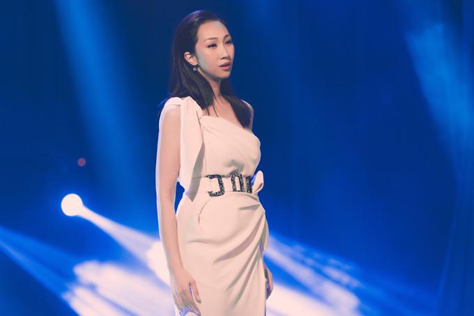 Sau thời gian sống tại Hà Nội, nữ ca sĩ dự định đưa hai con vào TP HCM để tiện hoạt động nghệ thuật ở thị trường phía Nam.