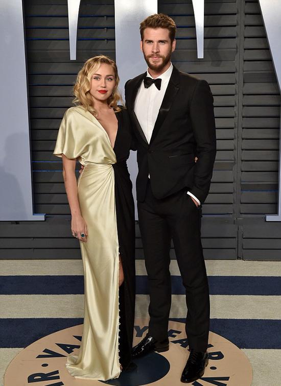 Miley Cyrus và Liam Hemsworth bị đồn trục trặc tình cảm.