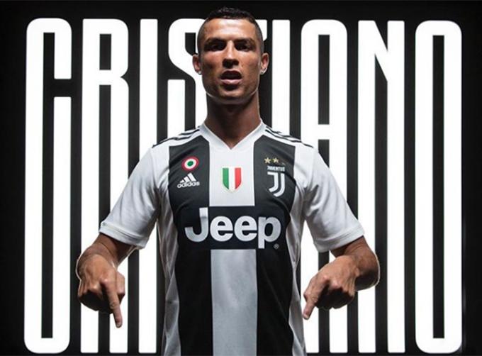 C. Ronaldo gia nhập Juventus từ Real với bản hợp đồng trị giá 100 triệu euro. Đây là thương vụ lớn nhất của bóng đá thế giới cho tới thời điểm này của mùa chuyển nhượng, thu hút rất nhiều sự chú ý của giới truyền thông và các fan. Chỉ hai ngày sau khi siêu sao người Bồ Đào Nha đăng tải bức ảnh xác nhận gia nhập Juve trên Instagram, tấm hình này thu hút tới hơn 11,3 triệu lượt like. Theo thống kê, đây là bức ảnh nhận được nhiều like thứ 5 trên Instagram từ trước tới nay.