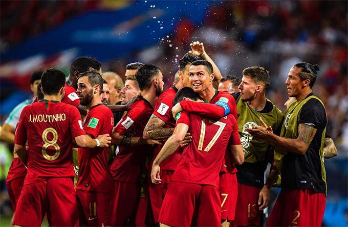Tấm ảnh C. Ronaldo chia vui cùng các đồng đội sau trận hòa 3-3 với Tây Ban Nha ở vòng bảng World Cup 2018, đăng ngày 16/6, không nằm trong top 5 nhưng cũng thu hút gần 10 triệu lượt like.